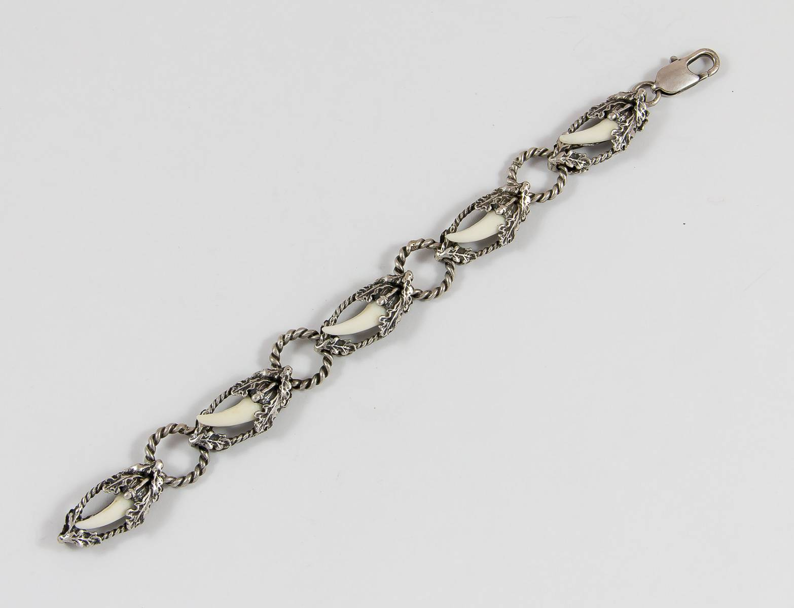 Armband mit 4 Fuchszähnen